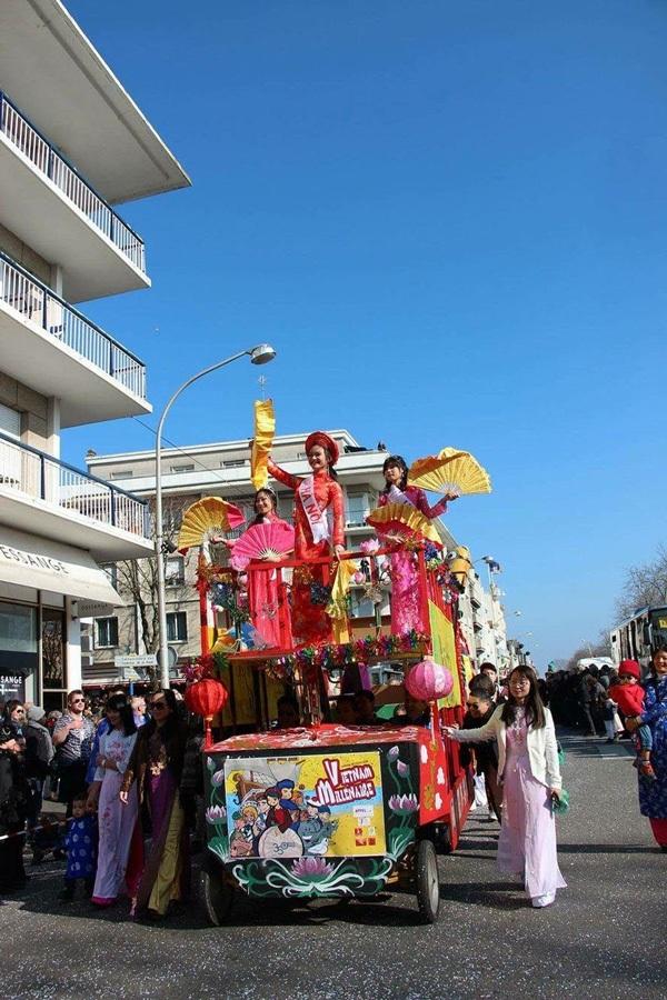 Đội Việt Nam rực rỡ trong lễ hội đường phố tại Lorient, Pháp - 4