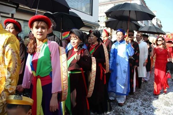 Đội Việt Nam rực rỡ trong lễ hội đường phố tại Lorient, Pháp - 6