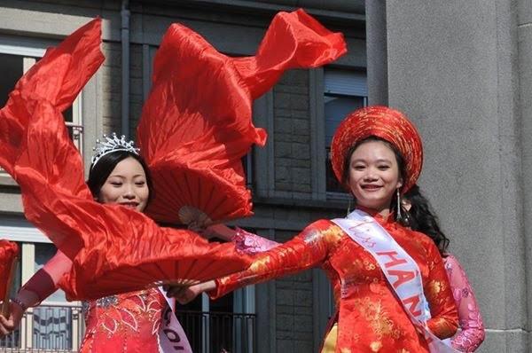 Đội Việt Nam rực rỡ trong lễ hội đường phố tại Lorient, Pháp - 10