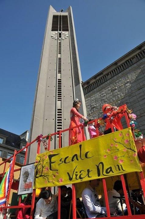 Đội Việt Nam rực rỡ trong lễ hội đường phố tại Lorient, Pháp - 9