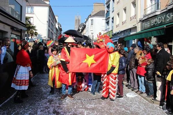 Đội Việt Nam rực rỡ trong lễ hội đường phố tại Lorient, Pháp - 16
