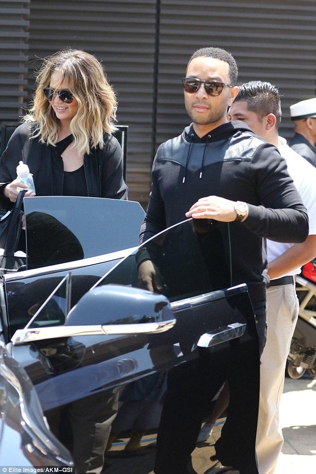 Chrissy Teigenvà chồng - ca sỹ John Legend đi ăn trưa cùng vợ chồng Kanye West và Kim tại nhà hàng Nobu ở Malibu, California, Mỹ ngày 29/5 vừa qua
