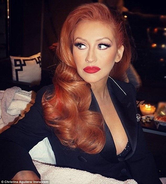 Nữ ca sỹ 36 tuổi trông rất lạ trong hình ảnh mới, môi đầy đặn hơn và mắt cũng to hơn...
