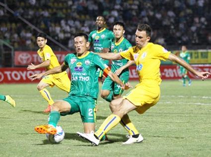 Trung vệ Chí Công nhận án treo giò 5 trận