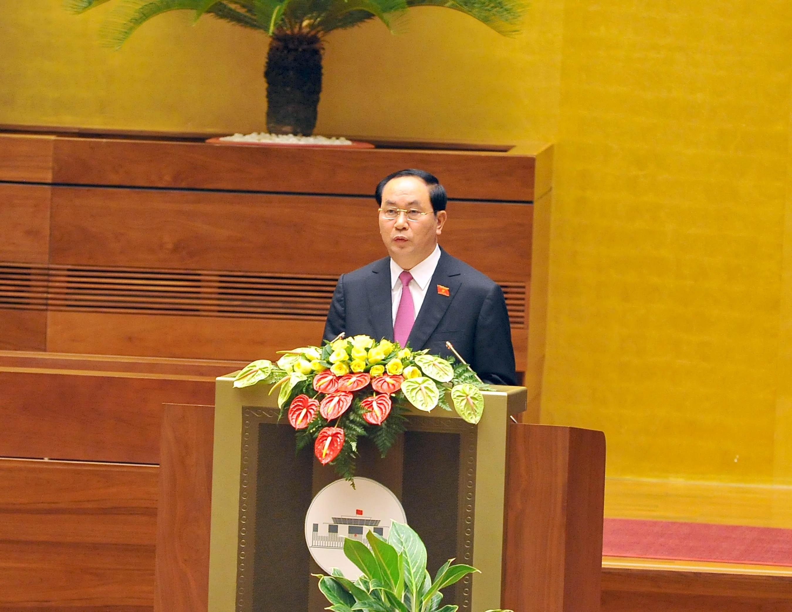 Chủ tịch nước cam kết bảo vệ vững chắc độc lập chủ quyền và toàn vẹn lãnh thổ của Tổ quốc. (Ảnh: H.L)