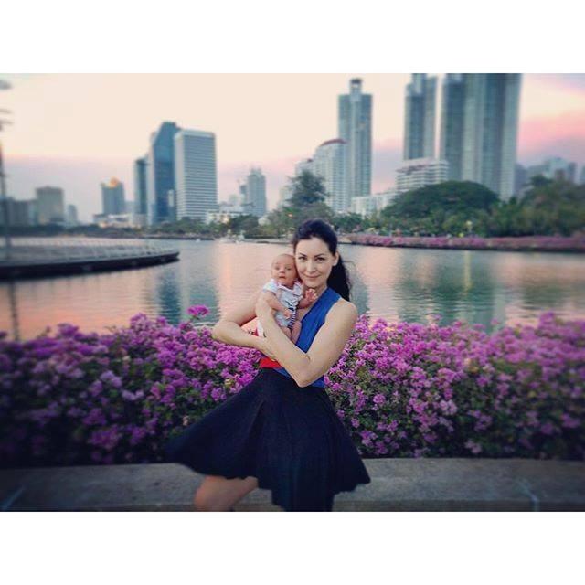 Hoa hậu hoàn vũ người Canada nổi tiếng và đắt show quảng cáo, sự kiện tại Thái Lan hơn bất cứ siêu mẫu nào của xứ Chùa Vàng.