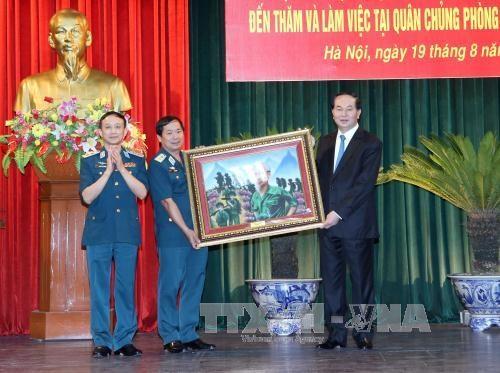 Chủ tịch nước thăm và làm việc với Quân chủng Phòng không - Không quân - 2