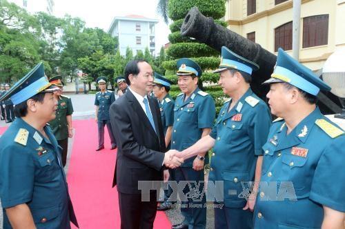 Chủ tịch nước Trần Đại Quang với cán bộ, chiến sĩ Quân chủng Phòng không-Không quân. Ảnh: Nhan Sáng-TTXVN