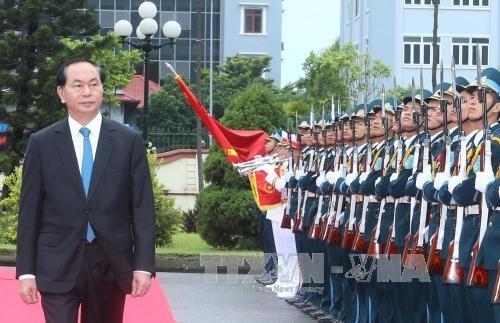 Chủ tịch nước thăm và làm việc với Quân chủng Phòng không - Không quân - 1