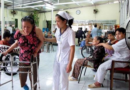 Nhân viên CTXH trợ giúp người khuyết tật
