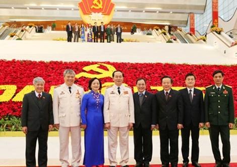 Đại tướng Trần Đại Quang, Ủy viên Bộ Chính trị, Bộ trưởng Bộ Công an chụp ảnh cùng các đại biểu dự Đại hội Đảng