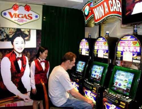 Trò chơi đánh bạc với máy chỉ được quảng cáo tại khách sạn nơi được cấp phép kinh doanh dịch vụ này.