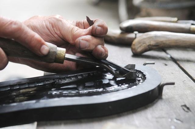 Bỏ việc lương ngàn đô la về làm nghề dép lốp - 3