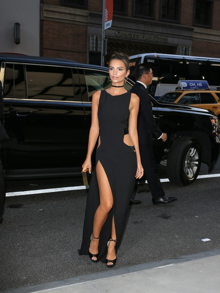 Kinh ngạc với váy sexy của người mẫu 9X - 9