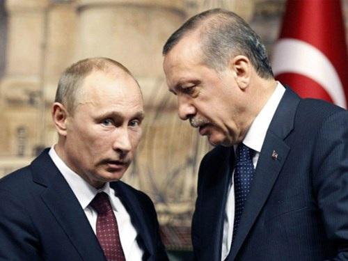Tổng thống Nga Vladimir Putin (trái) và người đồng cấp Thổ Nhĩ Kỳ Tayyip Erdogan