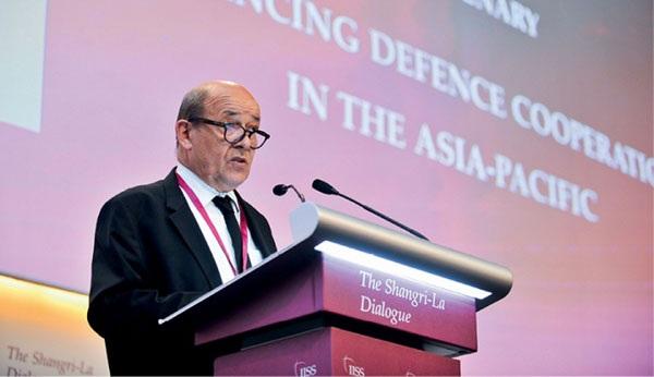 Bộ trưởng Quốc phòng Pháp Jean-Yves Le Drian phát biểu tại Đối thoại Shangri-La năm nay. (Nguồn: Reuters)