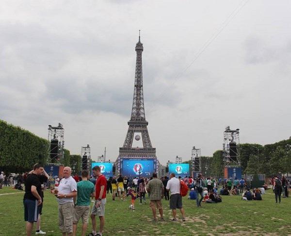 """Du học sinh Việt tại Paris đã sẵn sàng """"ăn ngủ cùng Euro"""" - 13"""