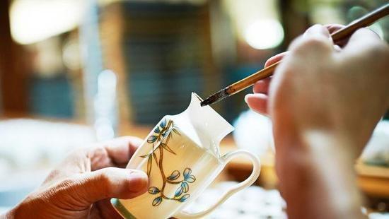 Nhiều vật dụng được làm bằng gốm sứ để không làm mất nhiệt độ của thức ăn.