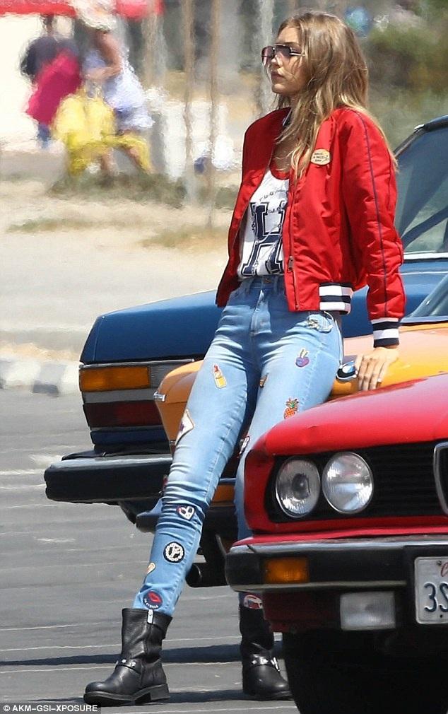 Mới đây nhất, Gigi được trình diễn trong Victorias Secret Fashion Show 2015 và ký hợp đồng quảng cáo đắt giá với Maybelline