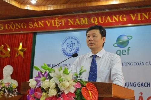 Ông Nguyễn Đình Hậu, Vụ trưởng Vụ Khoa học và Công nghệ các ngành kinh tế - kỹ thuật, Bộ Khoa học và Công nghệ chia sẻ tại Hội thảo