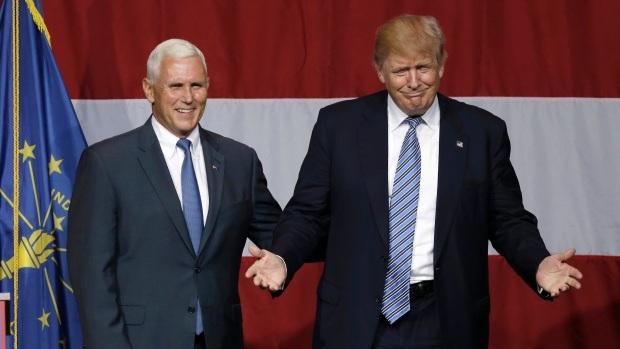 Ông Mike Pence (trái) và ứng cử viên Donald Trump. (Ảnh: AP)