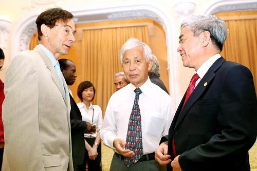 Giáo sư Trần Thanh Vân là người có đóng góp rất lơn trong việc đưa các nhà khoa học từng đạt giải Nobel tới Việt Nam