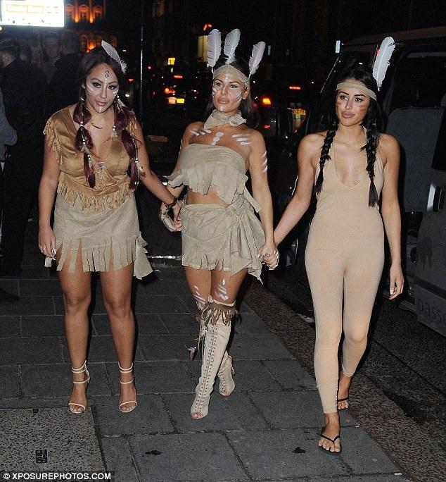 Cùng dự bữa tiệc hóa trang này còn có nhiều hot girls xứ sương mù như Sophie Kaseai, Chantelle Connelly, Marnie Simpson