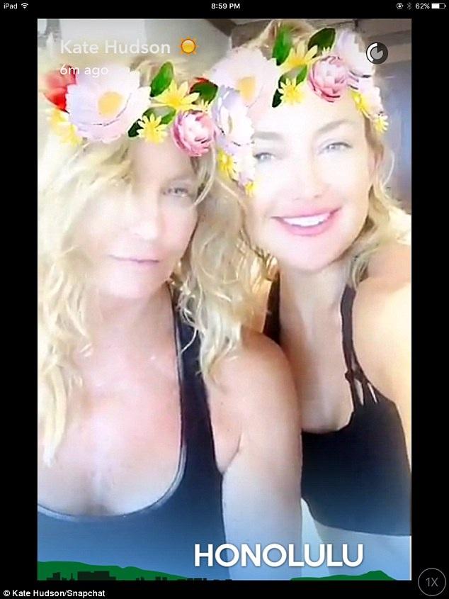 Bà Goldie Hawn đã 70 tuổi nhưng vẫn trẻ đẹp và thon thả nhờ chăm tập yoga mỗi ngày