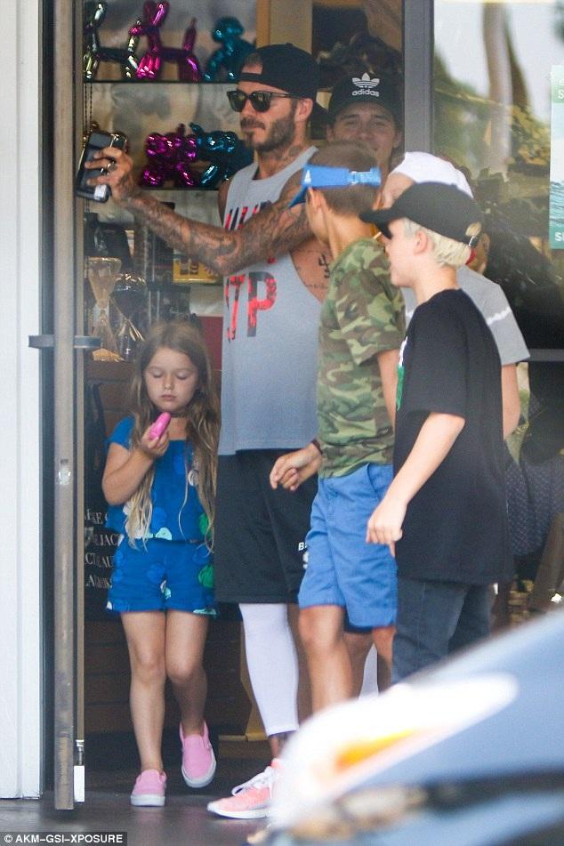 David Beckham luôn là ông bố hoàn hảo với bốn đứa con nhỏ