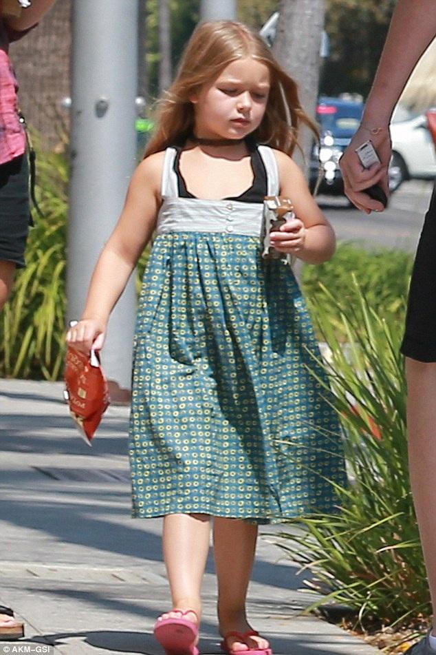 Là công chúa út, Harper - 5 tuổi được các anh cưng chiều hết mức.