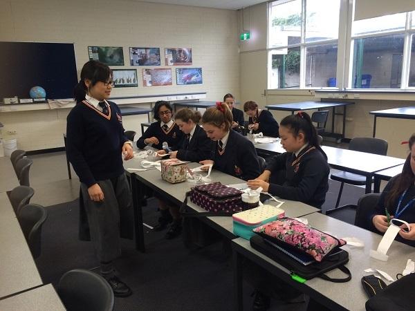 Hải Châu trong một hội thảo tổ chức bởi CLB STEM GIRLS do em làm chủ tịch cho các bạn gái lớp 7, lớp 8 yêu thích khoa học.