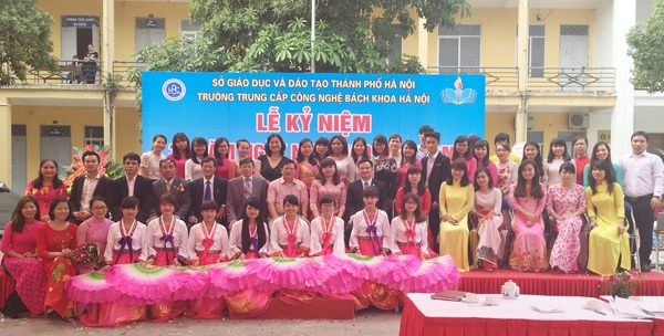 Tập thể giáo viên HPC trong ngày hội giao lưu văn hóa Việt – Hàn