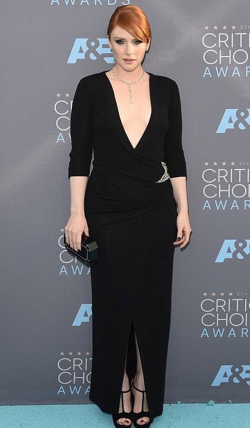 Nữ diễn viên Bryce Dallas Howard - ngôi sao của bộ phim Jurassic World diện váy của nhãn hiệu Balmain.