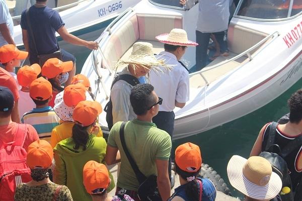 Hình ảnh du khách ở bến tàu du lịch Cầu Đá (TP Nha Trang). (Ảnh: Viết Hảo)