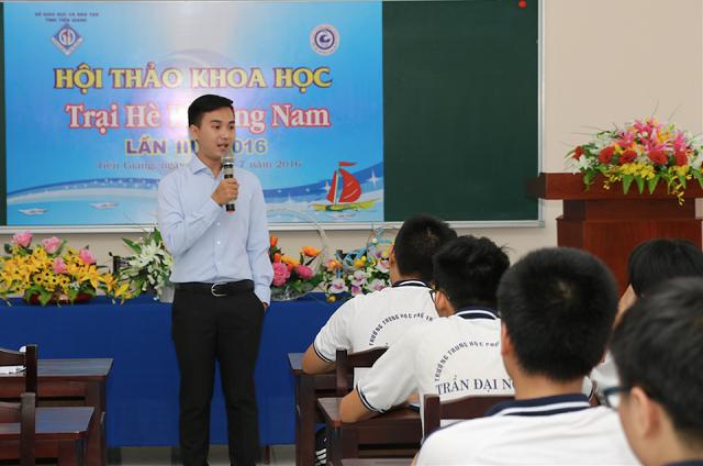 Mẫn tham dự thảo khoa học Trại hè Phương Nam của 18 trường THPT Chuyên trên địa bàn miền Nam, chia sẻ về kinh nghiệm với các học sinh giỏi.