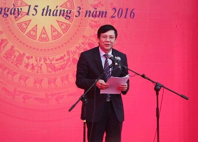 Ông Hồ Quang Lợi - Phó Chủ tịch Thường trực Hồi Nhà báo Việt Nam, Trưởng Ban tổ chức phát biểu...