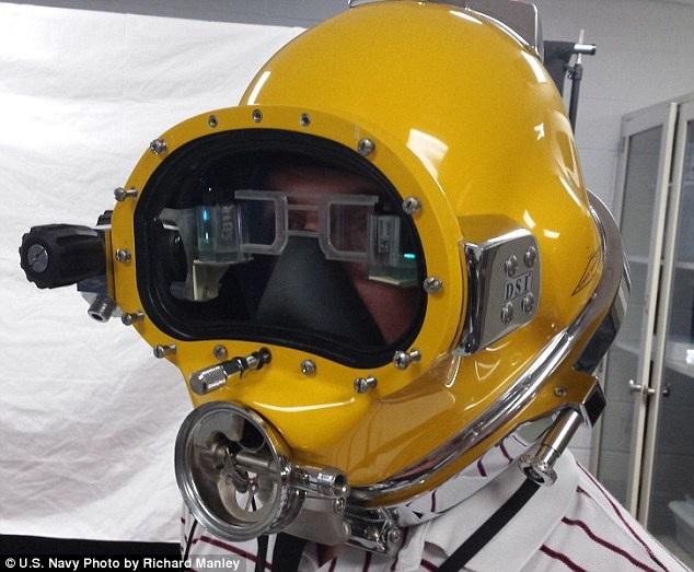 Chiếc mũ lặn công nghệ cao HUD