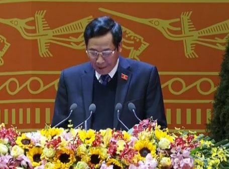 Ông Thuận Hữu báo cáo kết quả bỏ phiếu biểu quyết một số vấn đề trong các văn kiện XII của Đảng.