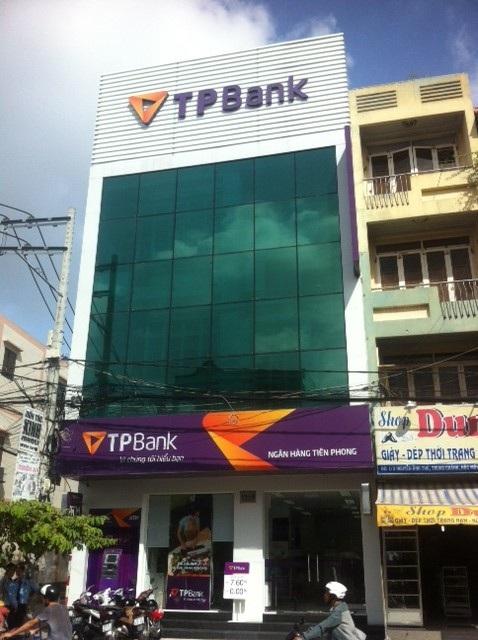 Được sự chấp thuận của Thống đốc Ngân hàng Nhà nước tại công văn số 10130/NHNN_TTGSNH, Ngân hàng TMCP Tiên Phong (TPBank) cho biết sẽ đưa vào hoạt động chi nhánh mới TPBank Hóc Môn tại xã Tân Xuân, huyện Hóc Môn góp phần gia tăng sự hiện diện rộng khắp của TPBank tại TP. Hồ Chí Minh.