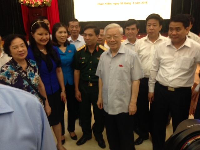 Tổng Bí thư Nguyễn Phú Trọng tiếp xúc cử tri quận Ba Đình và Hoàn Kiếm.