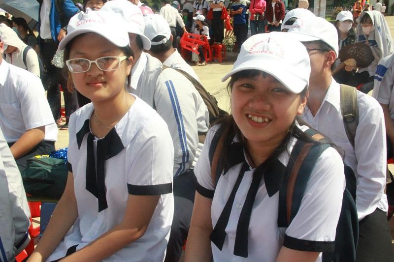 Sự lo lắng bắt đầu hiện lên trên gương mặt các CĐV tại Đăk Lăk sau khi Phan Tiến Tùng thi xong phần thi Khởi động.