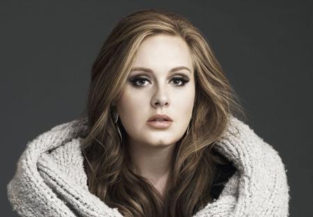 """Có cùng năm sinh với Rihanna, """"họa mi nước Anh"""" Adele là một ca sĩ, nhạc sĩ nổi tiếng toàn cầu. Bắt đầu sự nghiệp từ năm 2006, Adele đã giành được vô số giải thưởng âm nhạc, đặc biệt, nữ ca sĩ đã giành tới 6 giải Grammy cho bài hát tuyệt vời """"Skyfall"""" trong bộ phim cùng tên. Hôm 20/11 năm nay, Adele đã chính thức cho ra mắt album thứ ba mang tên """"25"""" và ngay lập tức xô đổ hàng loạt kỉ lục."""
