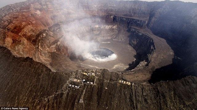 """Chiêm ngưỡng """"vẻ đẹp tử thần"""" của ngọn núi lửa lớn nhất thế giới - 3"""