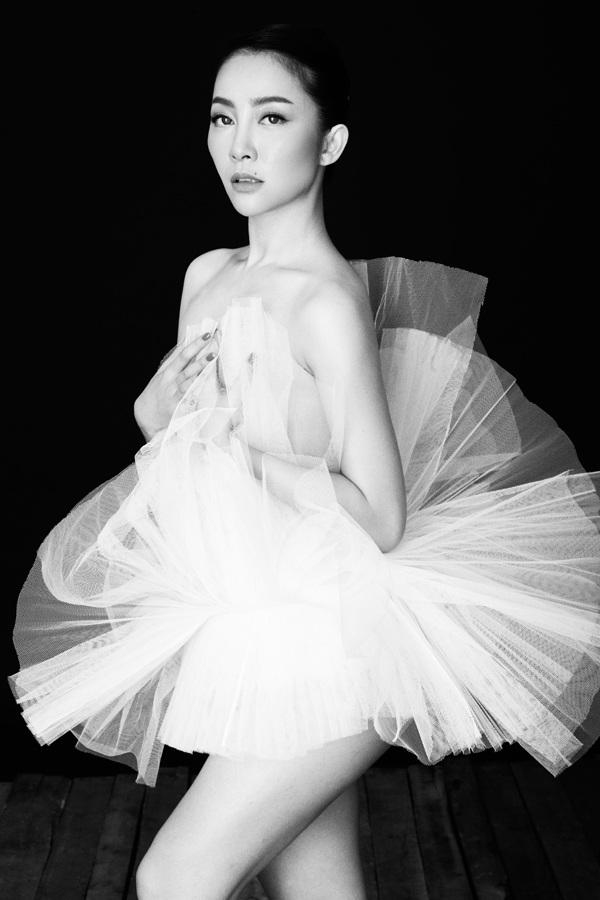 Linh Nga làm nàng thơ trong fashion show The Dream of Santorini - 1