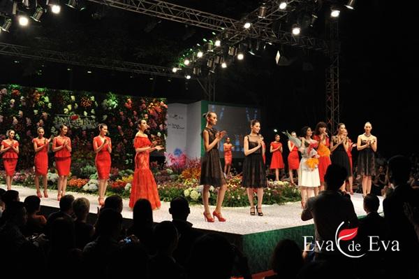 Linh Nga làm nàng thơ trong fashion show The Dream of Santorini - 7