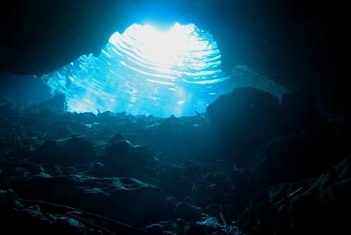 Khám phá 10 hang động dưới lòng thủy cung đẹp nhất thế giới - 2