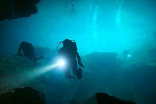 Khám phá 10 hang động dưới lòng thủy cung đẹp nhất thế giới - 9