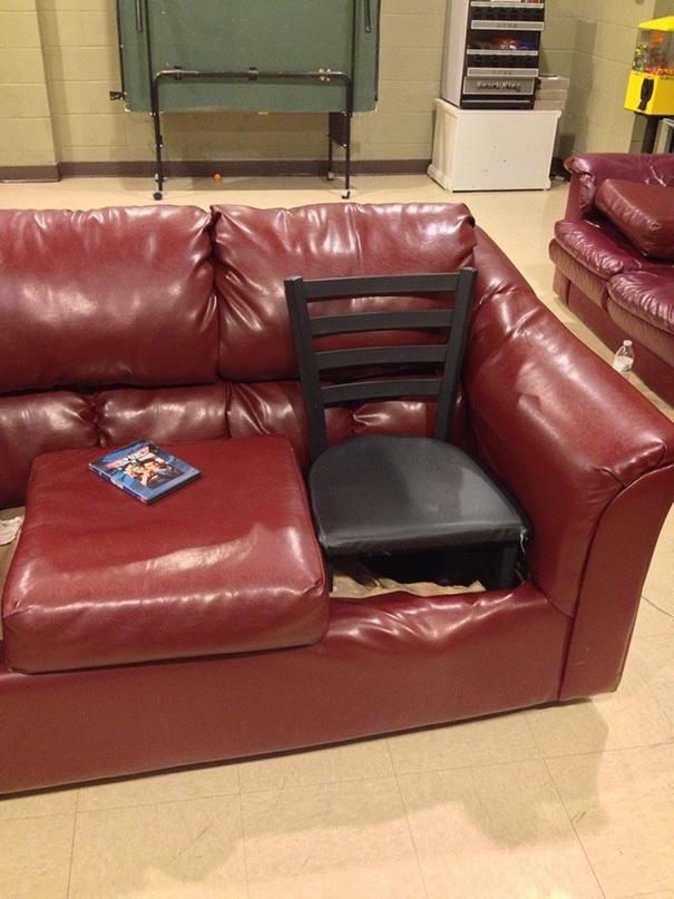 Ghế sô pha của tôi bị hỏng. Nhưng tôi quá lười ra ngoài để mua một chiếc ghế mới