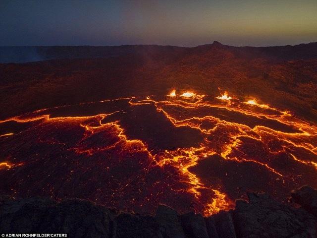 """""""Cánh đồng vàng"""" núi lửa đẹp như mơ ở Ethiopia - 8"""