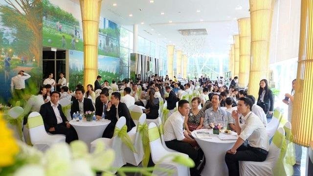 Gamuda Land phối hợp cùng Hệ thống Siêu thị dự án Bất động sản STDA mang đến nhiều phần quà hấp dẫn dành cho khách hàng như: 01 xe Piagio Liberty 3V, 02 viên kim cương tự nhiên 4,68 ly, 01 chuyến du lịch Malaysia, voucher mua sắm tại AEON Mall.